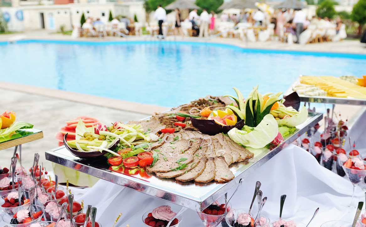 20 Best & Funky Pool Decor Ideas For a Perfect Wedding Celebration