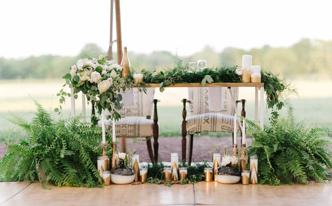 Potted Plants on Walls for a Scintillating Wedding Decor