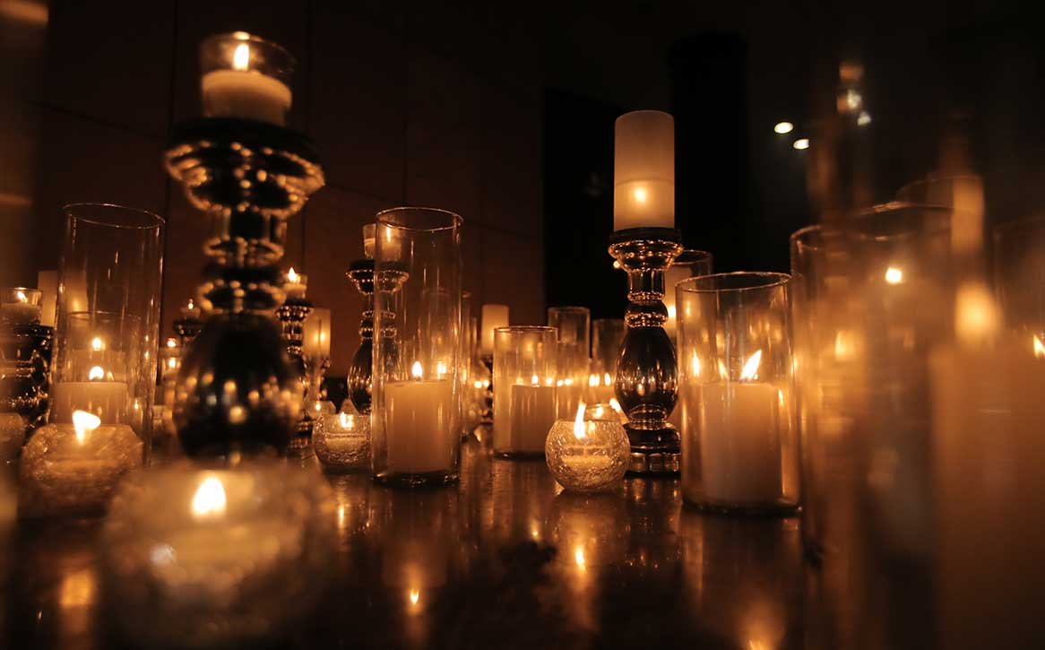 Add Glamour to your Wedding Decoration with these Breathtaking Light Decor Ideas