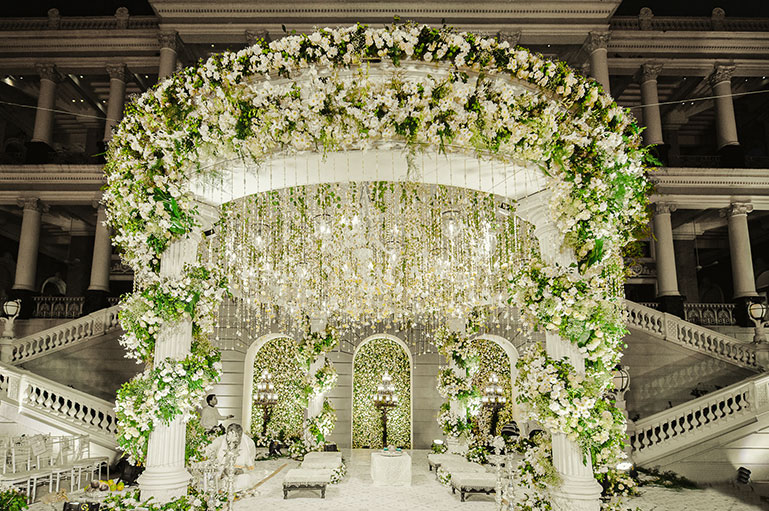 Bring in the Oomph Factor to Your Mandap with these Floral Chandeliers
